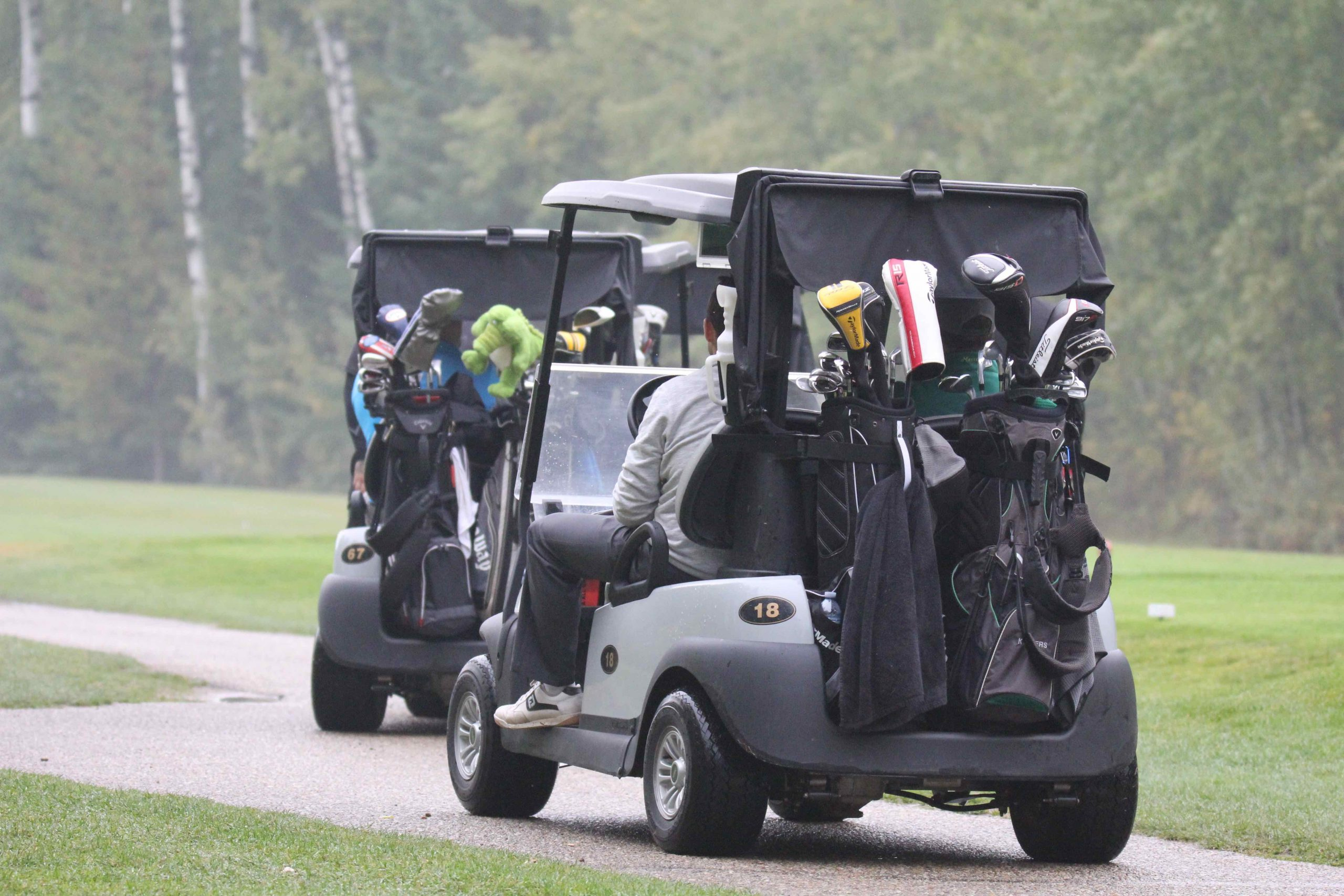 2020 Ironman Cash Scramble - teams heading out from hole #1